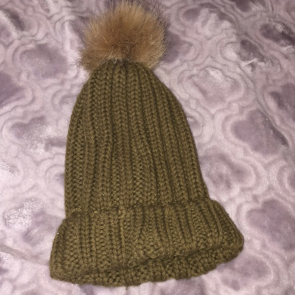 Forever 21 Accessories - 💚 Olive Green Pom beanie 035492f9482